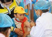 西藏学生接种甲型H1N1流感疫苗(组图)