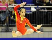 图文:体操世锦赛女子资格赛 邓琳琳在比自由操