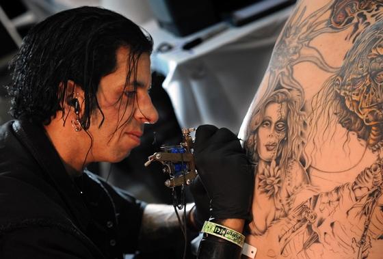 人体艺术-亚_组图:人体纹身艺术博览会洛杉矶开幕