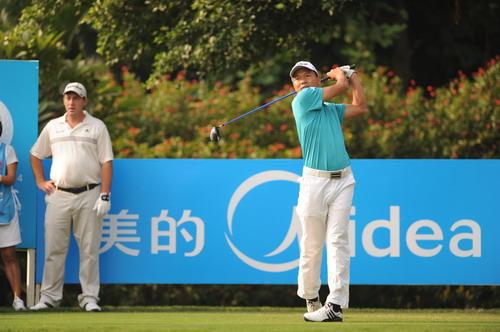图文:美的中国精英赛首轮打响 中国球员刘青