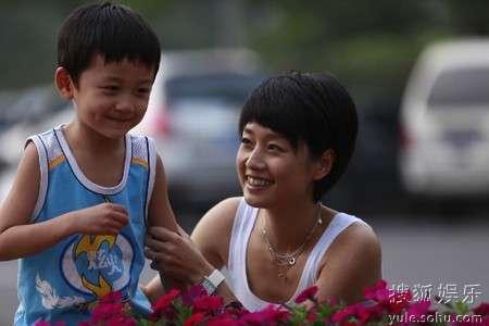 马伊�P在剧中是个爱家爱工作的好妈妈