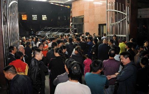 """重庆,2009年10月15日 重庆:谢才萍等22人""""涉黑""""案件一审庭审结束"""