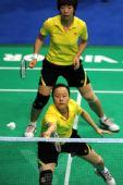 图文:全运会羽毛球比赛 赵芸蕾网前回球
