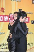 图:赵又廷与父亲激动拥抱