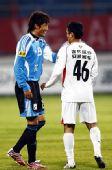 图文:[中超]长春2-0大连 杨博宇掐脖外援阿布