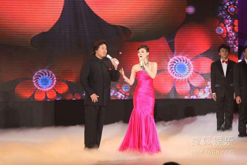 图:金鸡奖现场 陈思思着粉红裙装