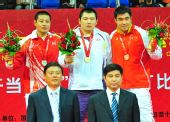 图文:武术散打男子87.5公斤以上级颁奖仪式1