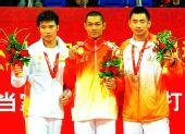 图文:武术散打男子87.5公斤以上级颁奖仪式2