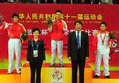 图文:武术散打男子58公斤级级颁奖仪式