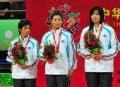 图文:武术散打女子团体颁奖仪式 吉林队队员