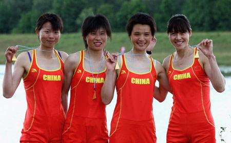 郭林娜(右二)曾夺世界杯冠军