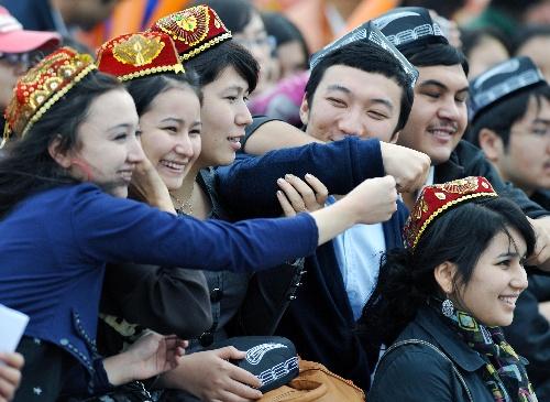 当日,第十一届全国运动会马术盛装舞步团体赛在山东济南国际赛马