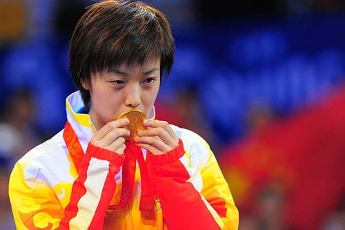 28-北京卫冕亲吻金牌