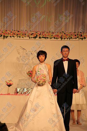 图文:张怡宁婚礼现场曝光 张怡宁表情凝重