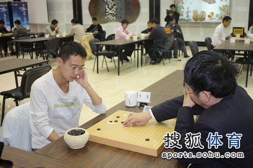 图文:威孚房开杯第二轮激战 李康对阵聂卫平