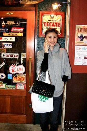 刘冬在东京街头