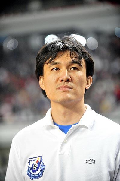 图文:[中超补赛]长沙2-1重庆 郝伟忧心忡忡