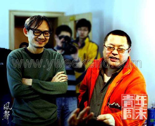 导演陈国富(左)和高群书(右)在《风声》片场  ◎供图/熊涛(CFP)