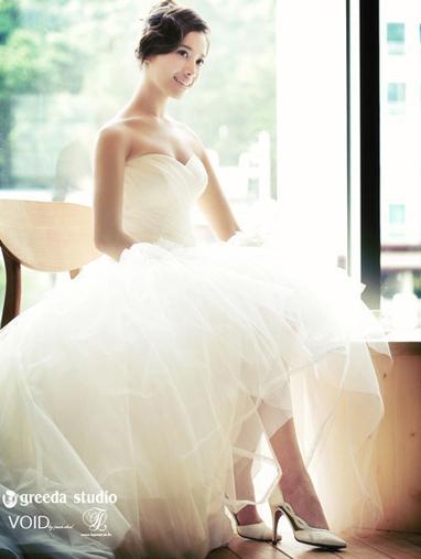 白色婚纱配美女