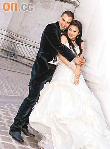 张柏文早前花六位数,与女友到欧洲多个国家拍婚纱照片,超级甜蜜。