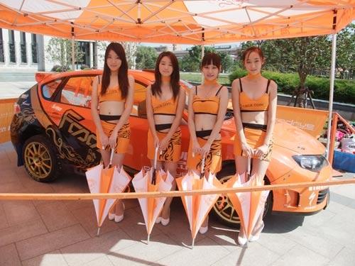 此次活动的美女车模全是来自上海理工大学的学生志愿者