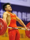 图文:男子56公斤级龙清泉夺冠 自信十足