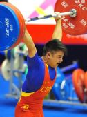 图文:男子56公斤级龙清泉夺冠 我是大力士