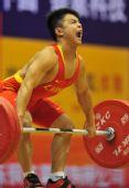 图文:男子56公斤级龙清泉夺冠 大力士发威