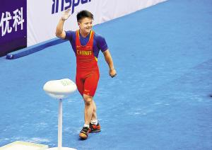 夺得自己的首个全运会冠军,北京奥运会冠军龙清泉甚为开心。新华社发