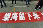 图文:[中超]成都VS深圳 球迷挽留继海