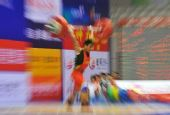 图文:举重男子69公斤级 廖辉震撼全场