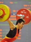图文:举重男子69公斤级 解放军队选手廖辉