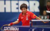 图文:世界杯女团1/4决赛 刘诗雯等待来球