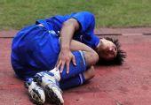 图文:[中超]长沙0-0陕西 球员受伤痛苦倒地