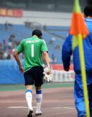 图文:[中超]重庆1-1上海 王大雷提前下场