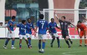 图文:[中超]广州0-0青岛 裁判被激怒掏出红牌