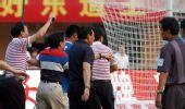 图文:[中超]广州0-0青岛 场上发生骚乱