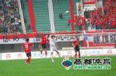 图文:[中超]河南2-1天津 赵鹏领衔防线