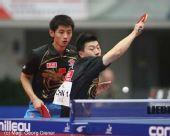 图文:国乒男团3-0中国香港 马龙正手扣杀