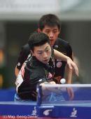 图文:国乒男团3-0中国香港 马龙网前放小球
