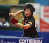 图文:国乒女团3-1逆转中国香港 探身反手回球