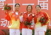 图文:帆船帆板颁奖仪式 冠军山东队选手李玲