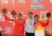 图文:帆船帆板颁奖仪式 冠军辽宁队选手王爱忱