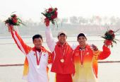 图文:男子单人皮艇1000米 颁奖仪式上合影