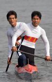 图文:男子双人划艇1000米 广东队夺冠后返回