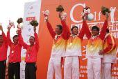 图文:高尔夫团体赛颁奖典礼 庆祝胜利
