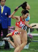 图文:女子4X400米接力广东队夺冠 惊险获胜