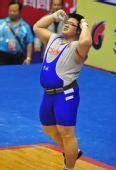 图文:举重男子105KG以上级 孙海波庆祝胜利
