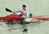 图文:男子单人皮艇500米周鹏夺冠 奋力划水