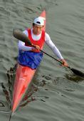 图文:男子单人皮艇500米张福胜摘银 神情严峻